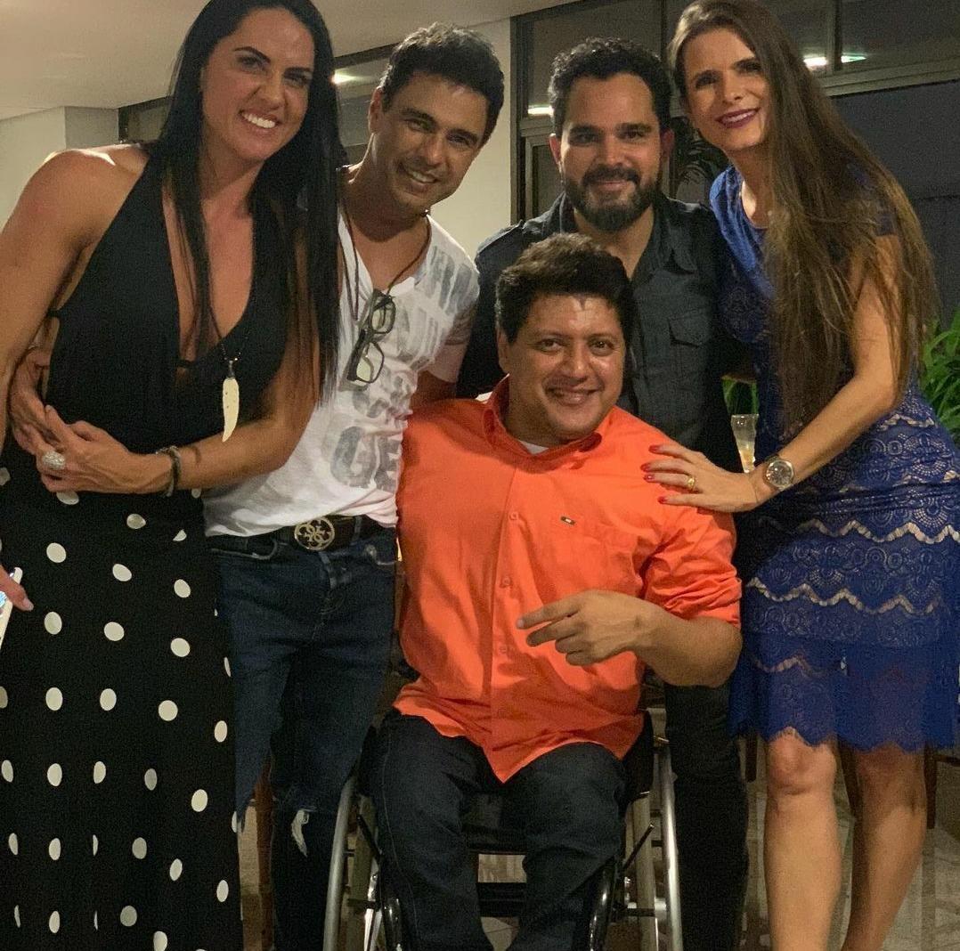 Welington Camargo com Zezé Di Camargo e Luciano e as cunhadas Graciele Lacerda e Flávia Fonseca (Foto: Reprodução/Instagram)