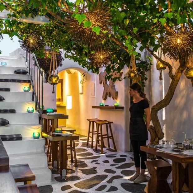 Ambiente do Lotus, restaurante em Matoyianni Street (Foto: Divulgação)
