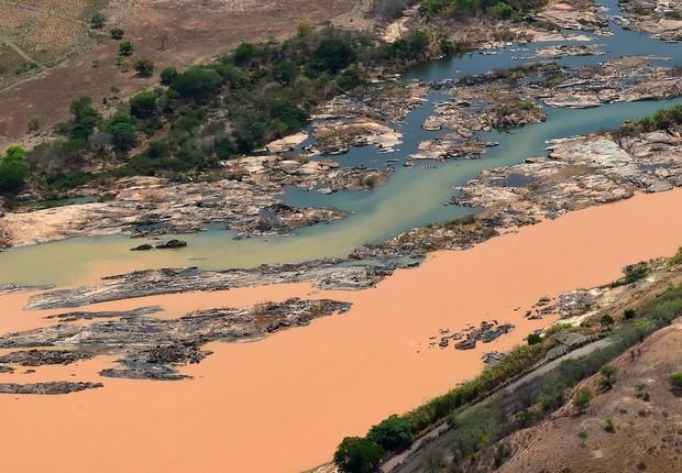 De acordo com o presidente da Fundação Renova, Roberto Waack, estima-se que 10 milhões de metros cúbicos de rejeito ainda se encontrem no fundo da represa (Foto: Fred Loureiro/Secom-ES)