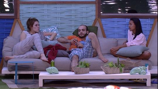Mahmoud sobre Lucas e Jéssica: 'Estão com o triozinho'