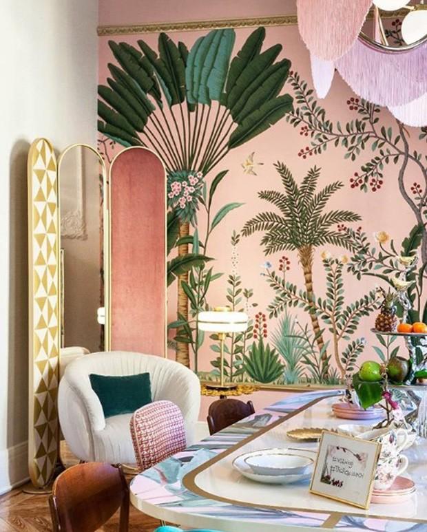 Décor do dia: sala de jantar lúdica com papel de parede e mix de texturas (Foto: Divulgação)