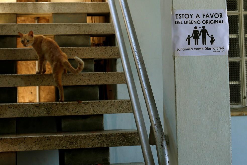 Cartaz contrário ao casamento gay em Cuba (Foto: REUTERS/ Stringer)