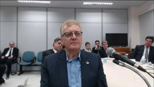 Ex-presidente da Petrobras se recusa a responder perguntas do juiz Sérgio Moro