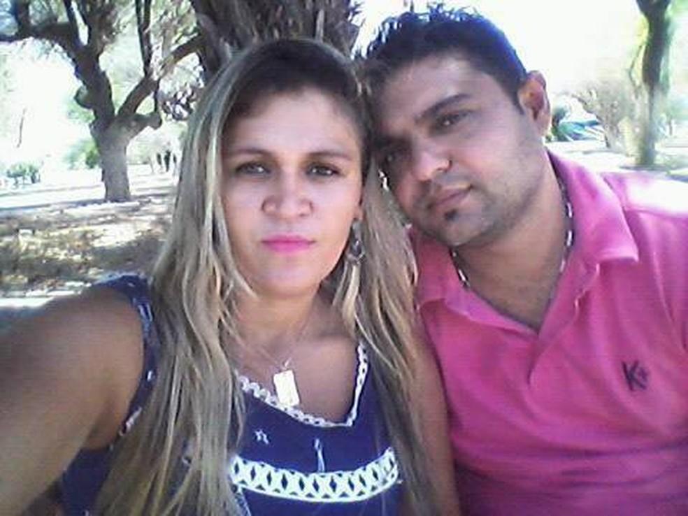 Mulher foi morta a tiros pelo marido na Bahia  — Foto: Reprodução/Facebook