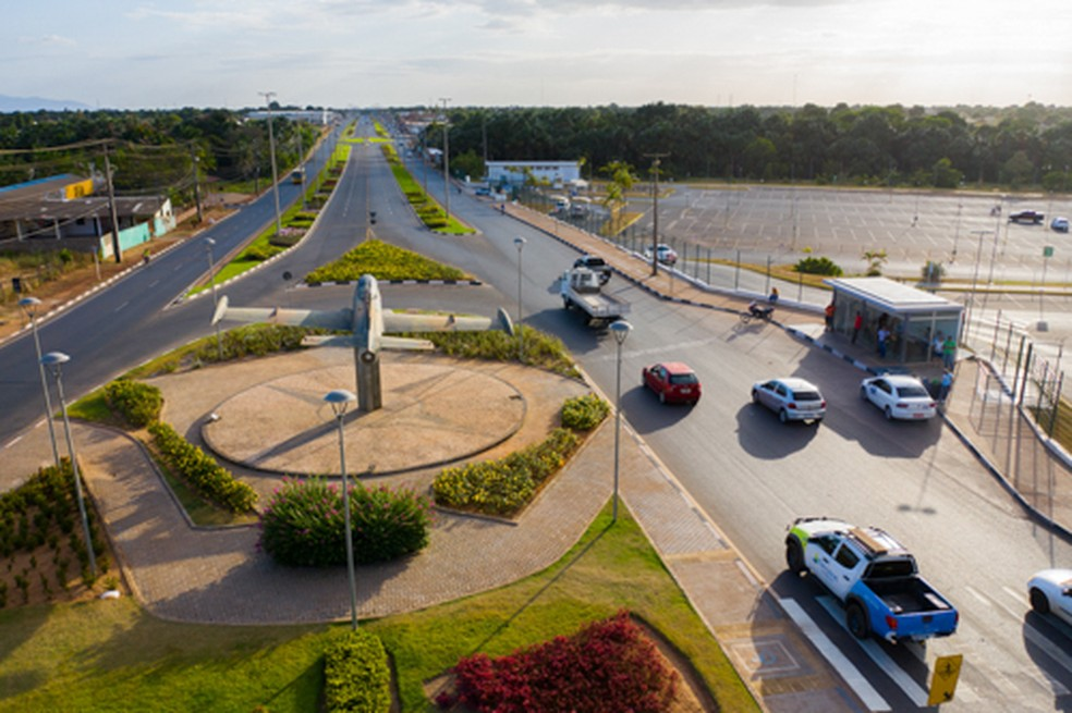 Em 2013, na avenida João Alencar não havia acostamento, pistas laterais, a iluminação era precária e muitos acidentes eram registrados pela falta de infraestrutura. — Foto: PMBV.