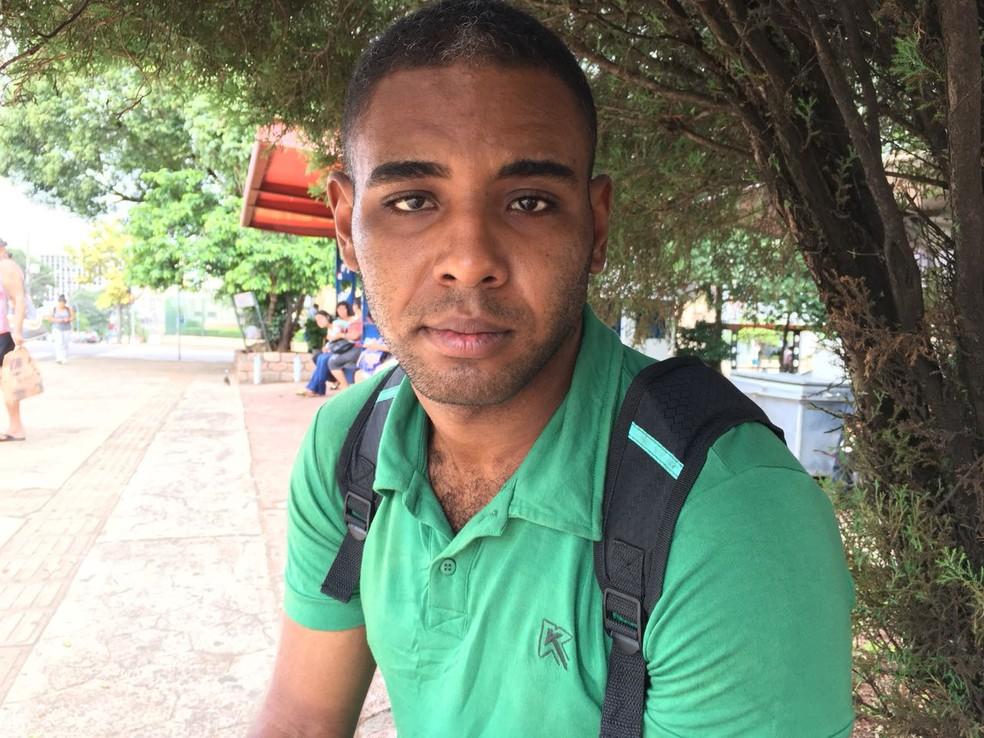Patrick Herman Dephaier Lira Rodrigues, de 23 anos, operador de empilhadeira (Foto: Valmir Custódio/G1)