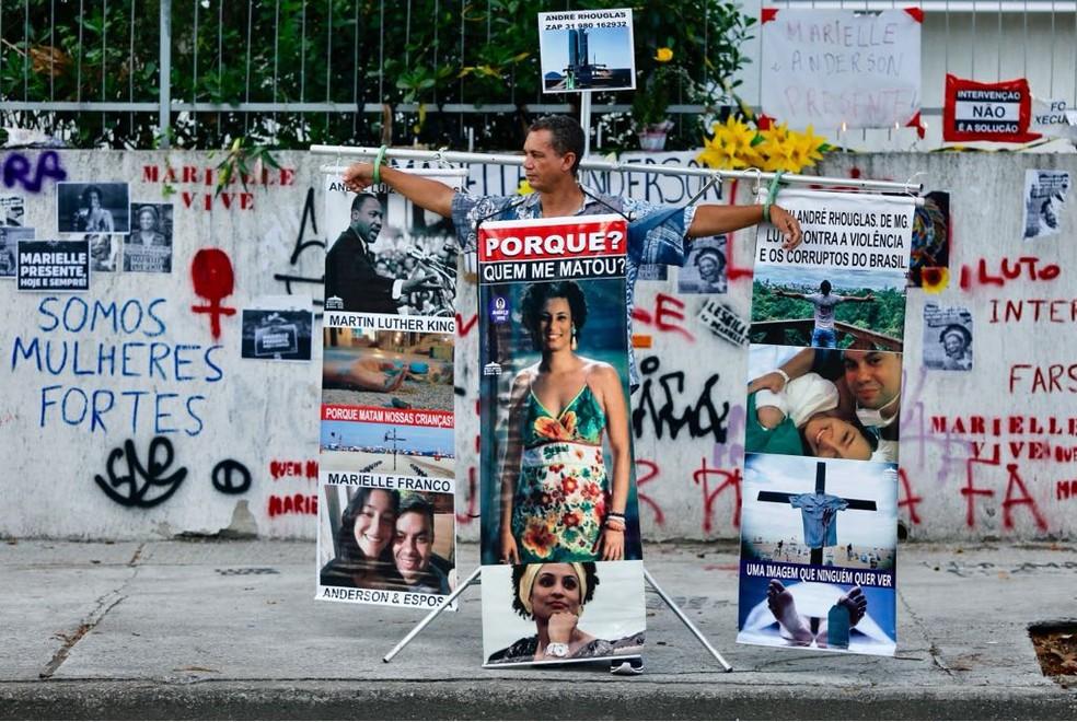 Local onde Marielle Franco e Anderson Gomes foram assassinados recebe homenagem (Foto: Marcos Serra Lima/G1)