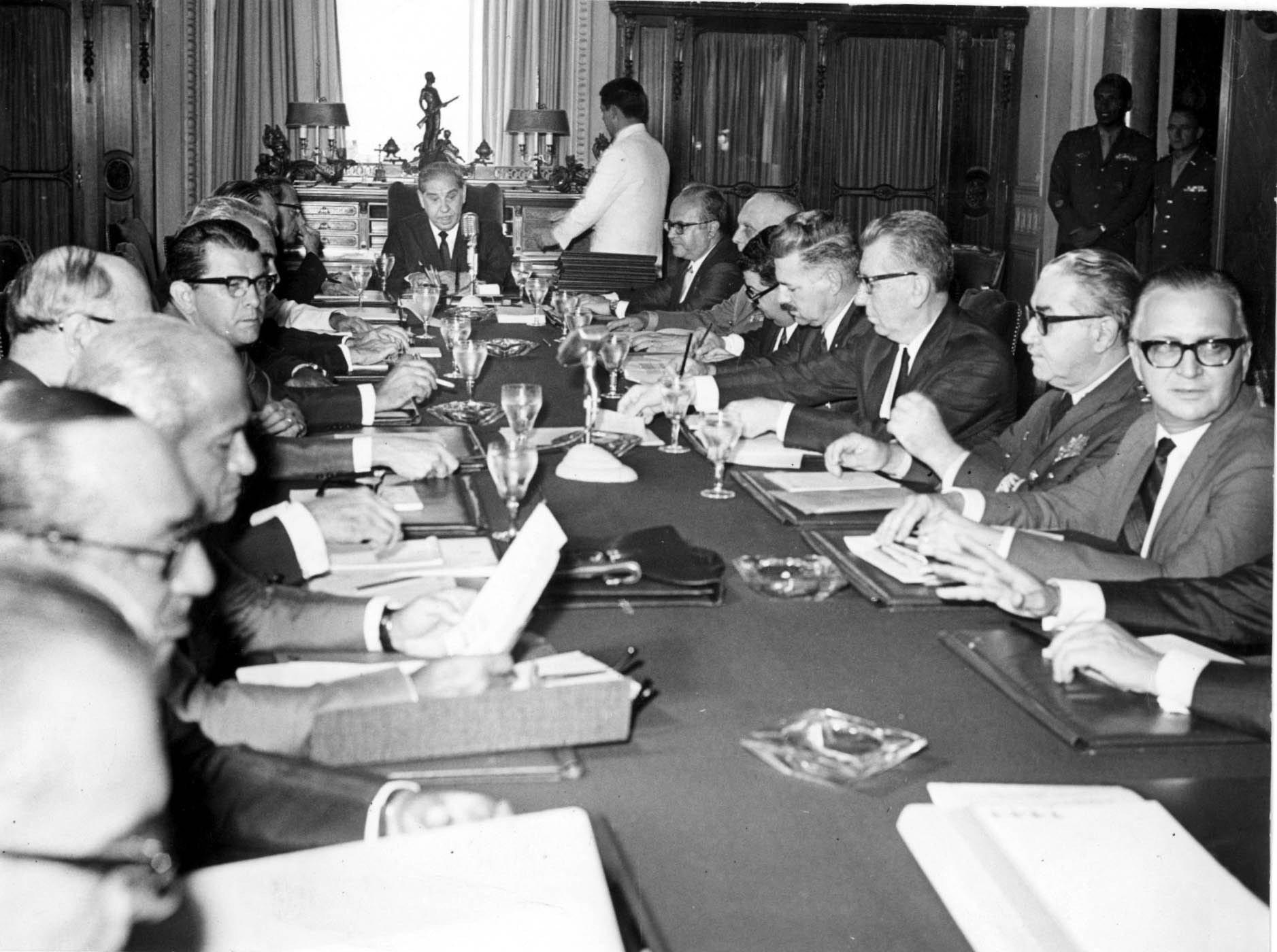 Primeira reunião do Conselho de Segurança após o AI-5, no Palácio Laranjeiras