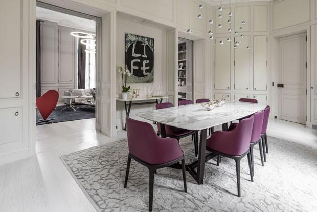 Ambientes monocromáticos renovam arquitetura clássica em Paris (Foto: Luís Alvarez)