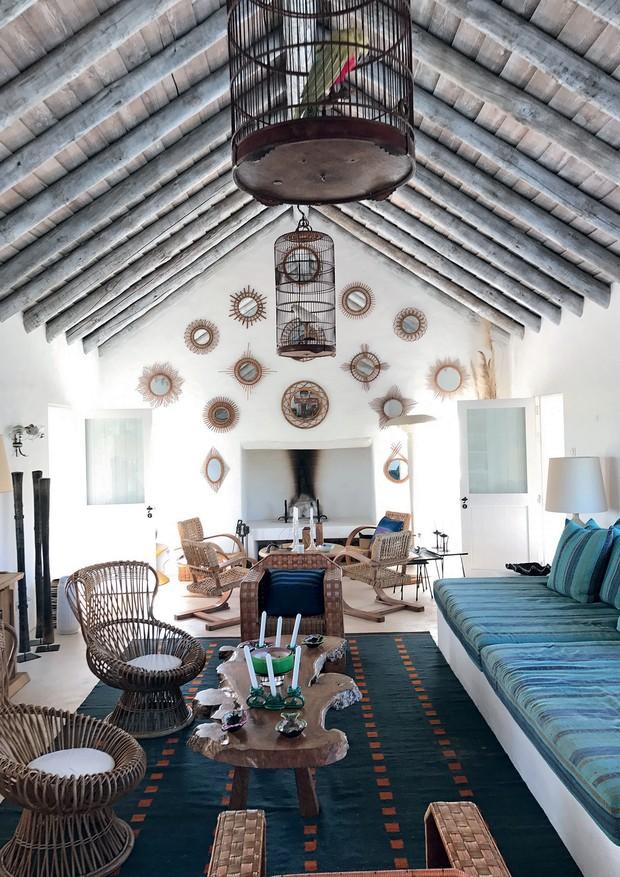 A sala de estar de Florence Grinda.  (Foto: Carlos Souza e Charlene Shorto)