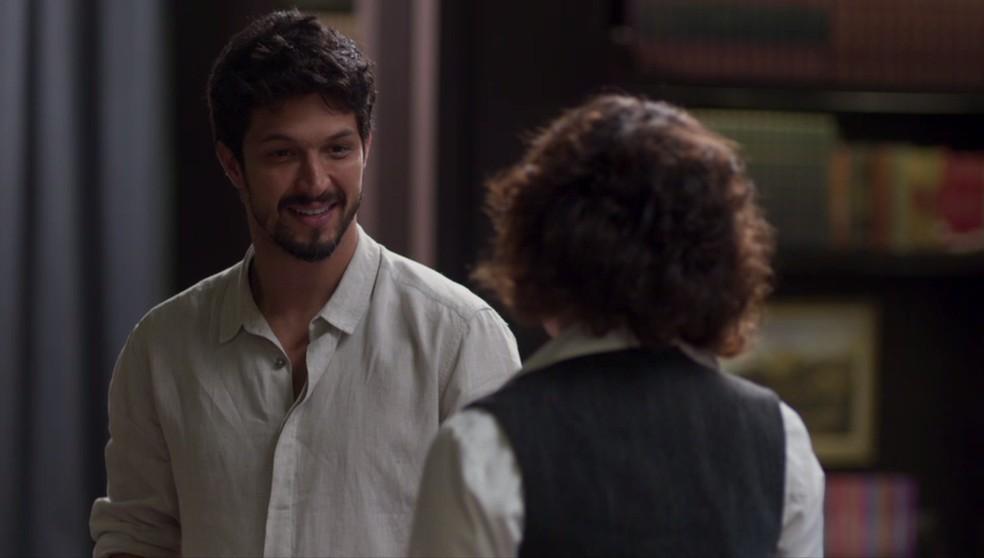 Marcos (Romulo Estrela) confessa seus sentimentos para a irmã — Foto: Globo