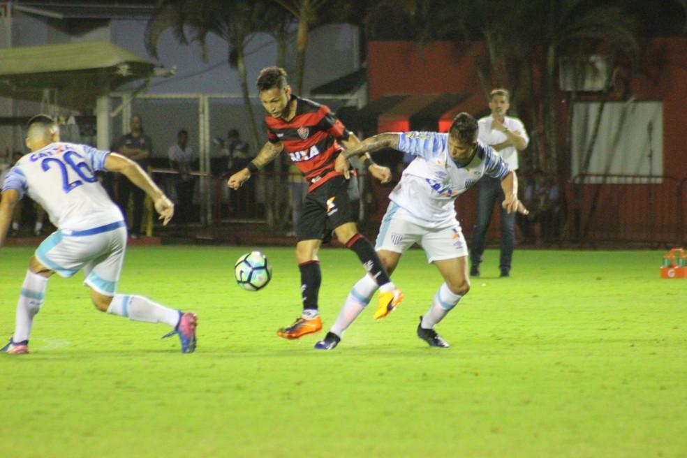 O Avaí bateu o Vitória na noite deste sábado, no Barradão (Foto: Maurícia da Mata/EC Vitória/Divulgação)