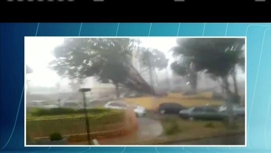 Chuva de granizo derruba árvores e causa estragos em Guanhães, MG