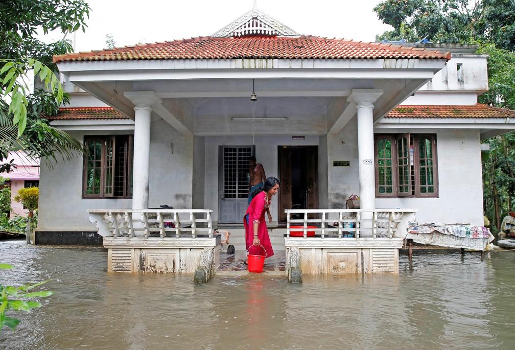 Enchente deixou centenas de pessoas desabrigadas na Índia â?? Foto: Reuters