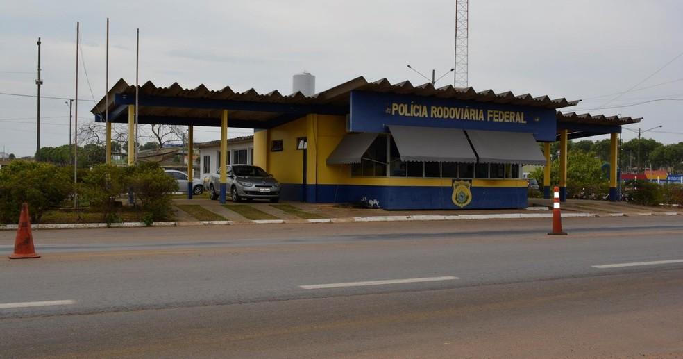 PRF de Ariquemes cuida de trecho até Itapuã (Foto: Jeferson Carlos/G1)
