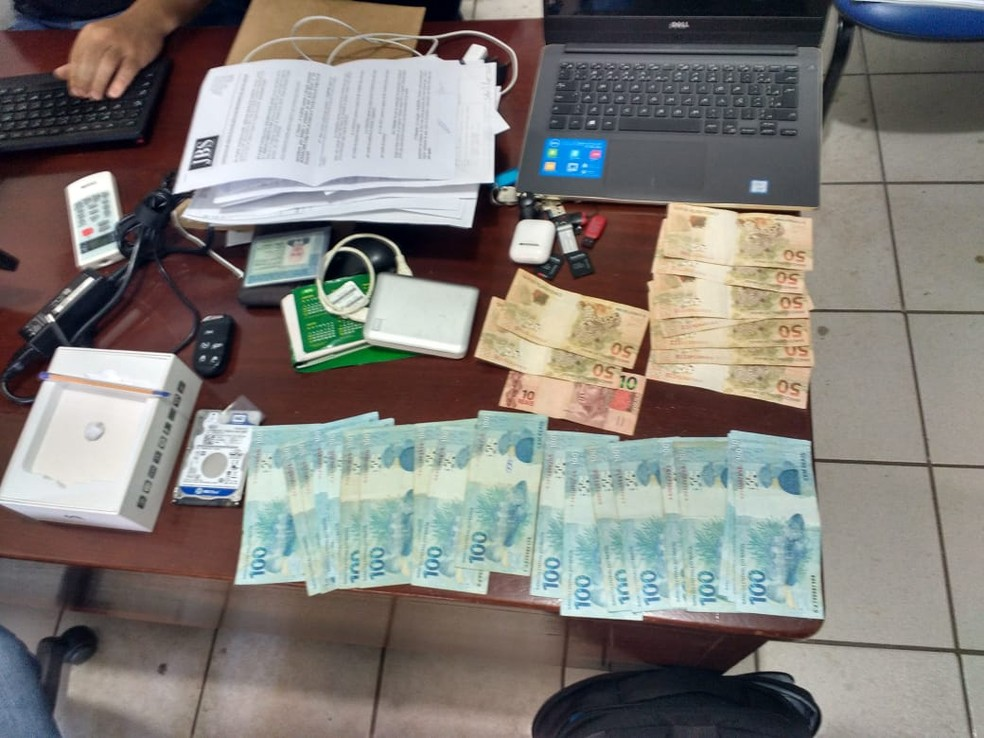 Dinheiro e materiais foram apreendidos na Operação Etanol (Foto: Polícia Civil de MT/Assessoria)