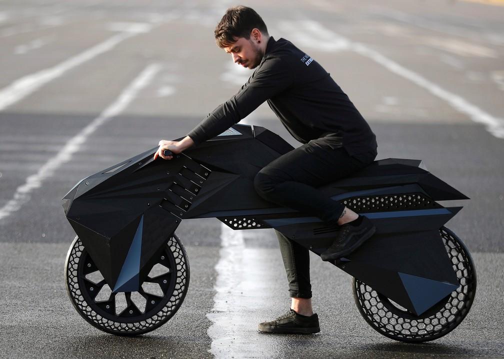 Nera é a moto feita por impressora 3D da empresa BigRep — Foto: Hannibal Hanschke/Reuters