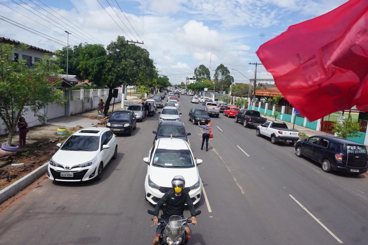 Manifestantes fazem carreata em Macapá em apoio à vacina e contra Jair Bolsonaro