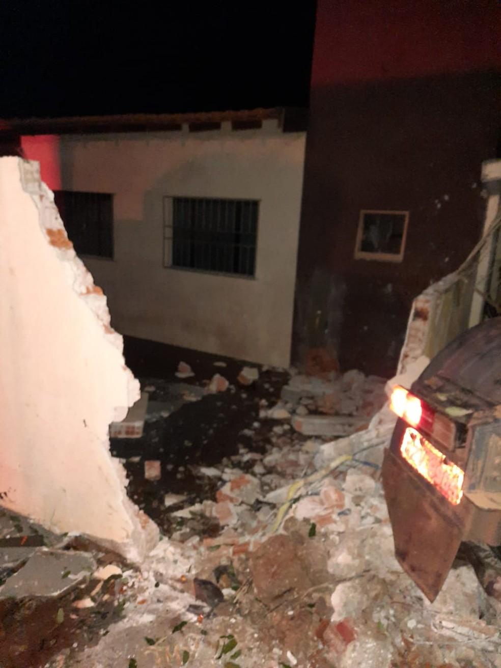 Acidente em Porecatu aconteceu na noite de quinta-feira (24) — Foto: Gustavo Donato/GD Propagandas