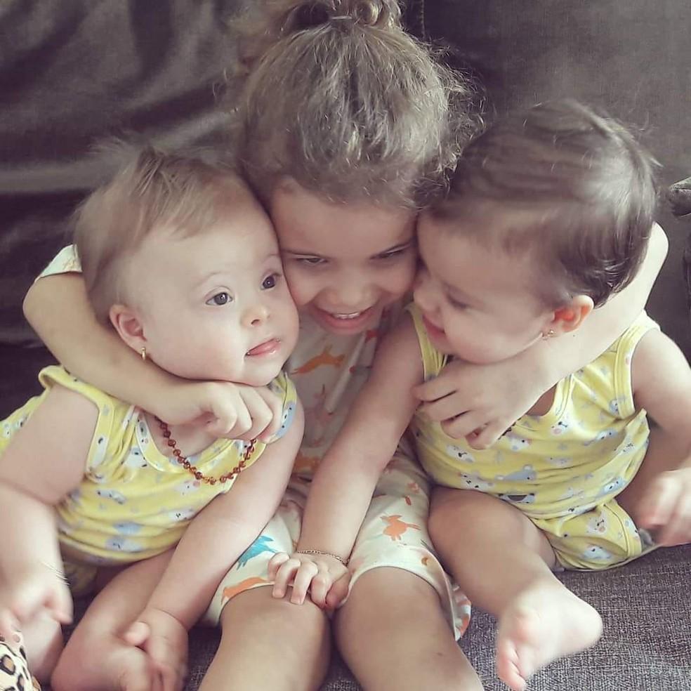 Gêmeas com a irmã — Foto: Raquel Cimi/ Arquivo pessoal