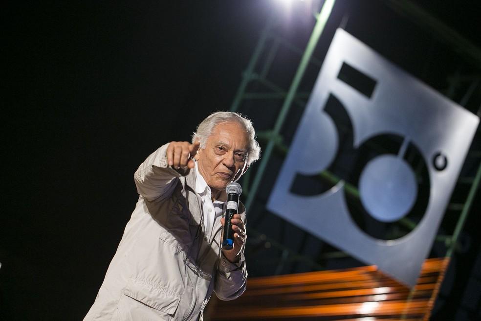O documentarista Vladimir Carvalho entregou prêmios da Mostra Brasília no 50º Festival de Brasília do Cinema Brasileiro (Foto: Júnior Aragão/Divulgação)