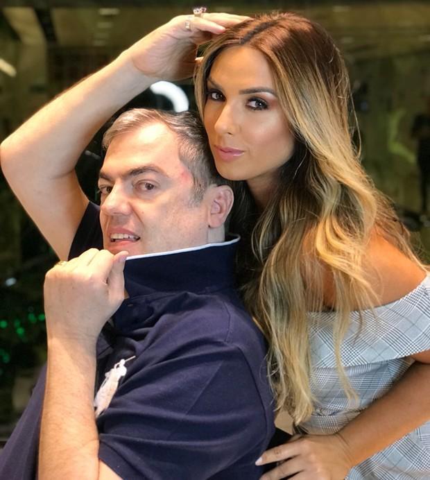 Nicole Bahls e Marco Antonio de Biaggi, responsável pela mudança do tom do seu cabelo (Foto: Reprodução/Instagram)
