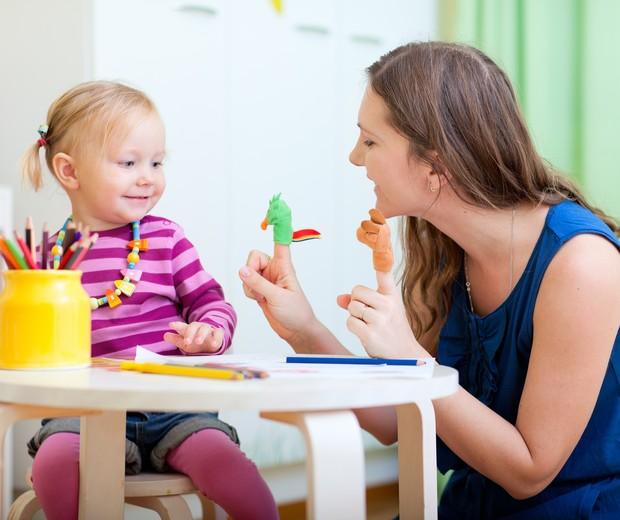 As babás fazem diversas brincadeiras com as crianças (Foto: ThinkStock)