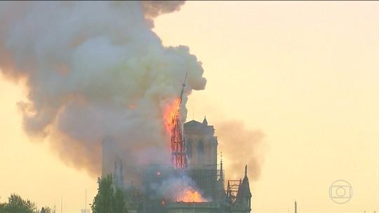 Seguranças da Notre Dame demoraram meia hora para chamar os bombeiros