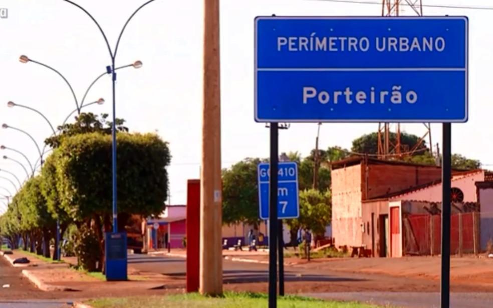 Rua de Porteirão, em Goiás — Foto: Reprodução\TV Anhanguera