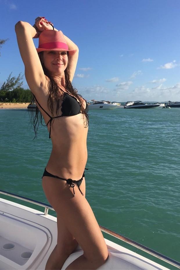 Letícia Birkheuer exibe boa forma de biquíni (Foto: Reprodução/Instagram)
