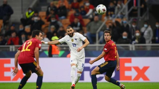 Benzema marca um golaço na final da Liga das Nações, entre Espanha e França