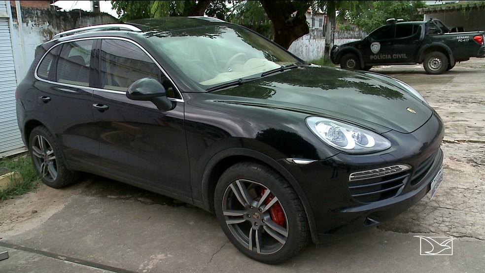 Carro de luxo foi apreendido na casa de Leonel Silva Pires em São Luís. — Foto: Reprodução/TV Mirante