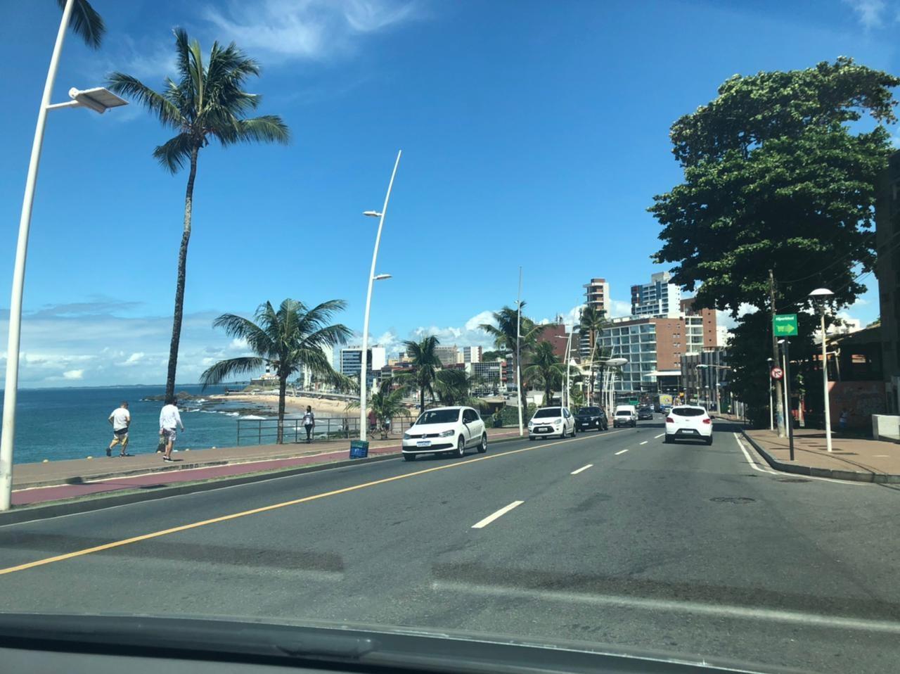Trânsito é interditado na região da Barra, em Salvador, no domingo