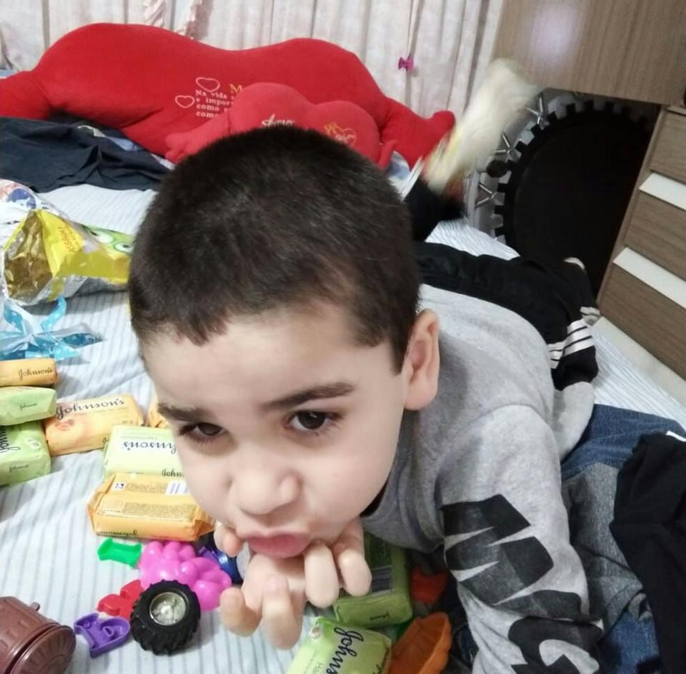 Foto de outubro de 2008 mostra Maycon Roque, garoto que foi morto pela irmã em São Roque — Foto: Arquivo Pessoal