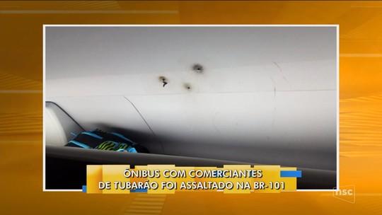 Ônibus que levava comerciantes de Tubarão é atingido por tiros durante assalto na BR-101, em Araquari
