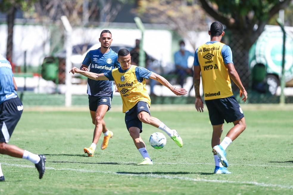 Darlan e Luiz Fernando devem estar em campo logo mais — Foto: Lucas Uebel/Grêmio