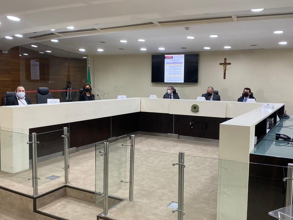 Coletiva de imprensa foi realizada na sede do TRE-PE, no Recife, nesta sexta-feira (25) — Foto: Marina Meireles/G1