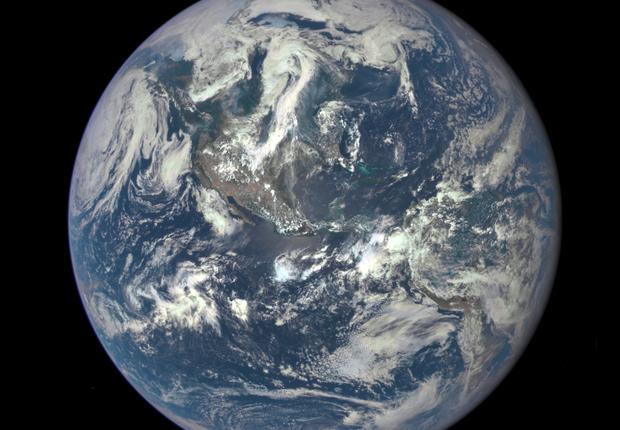 Foto do planeta Terra tirada em 6 de julho de 2015 (Foto: Divulgação/Nasa)