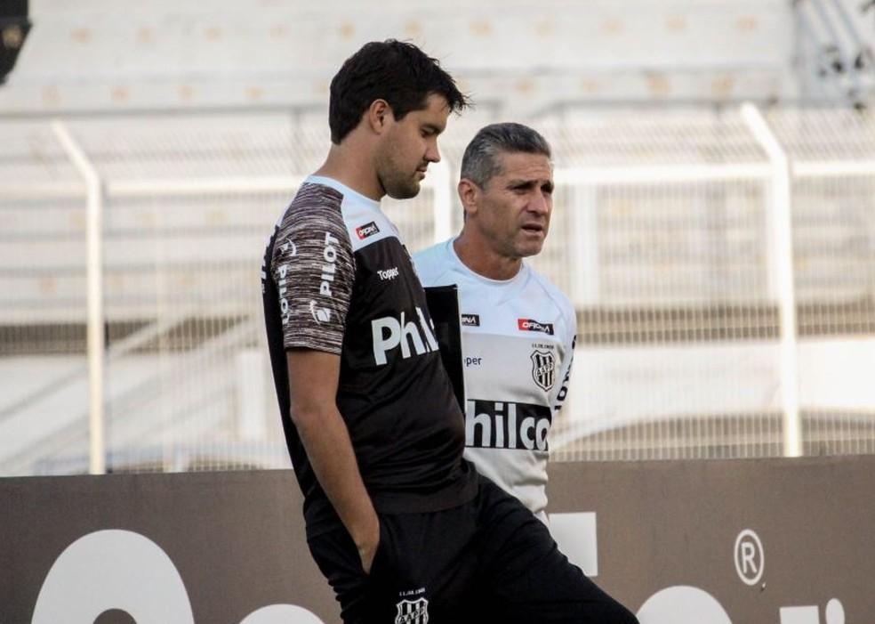 A Ponte Preta foi um dos clubes em que Iubel trabalhou junto com o Jorginho — Foto: Luiz Guilherme Martins