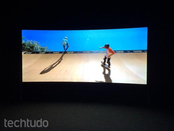96b3c8833 Testamos a TV curva 4K de 105 polegadas que custa meio milhão de reais |  Notícias | TechTudo