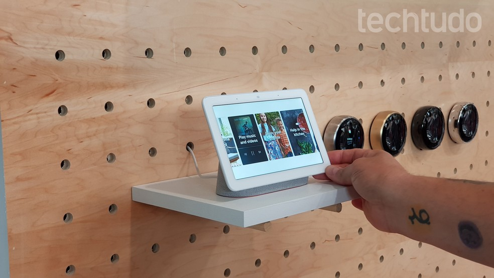 Google Home Hub é o smart display do Google — Foto: Thassius Veloso/TechTudo