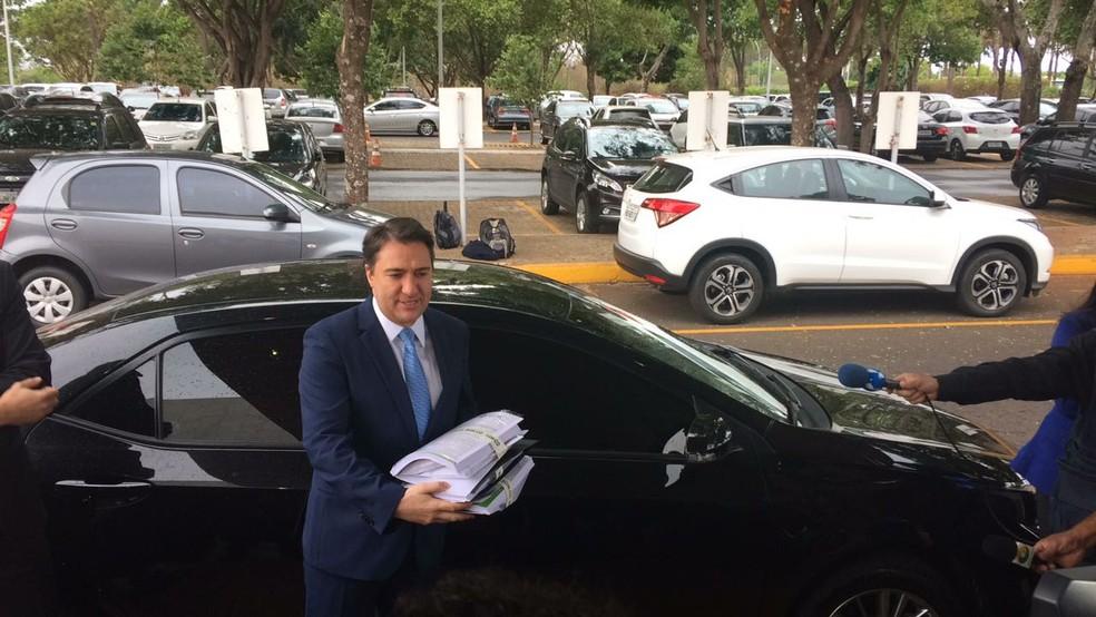 Primeiro-secretário da Câmara, Giacobo (PR-PR), chega ao Palácio do Planalto (Foto: Guilherme Mazui/G1)