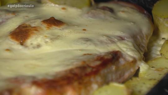 Pernil de Porco com Requeijão e Batatas Rústicas
