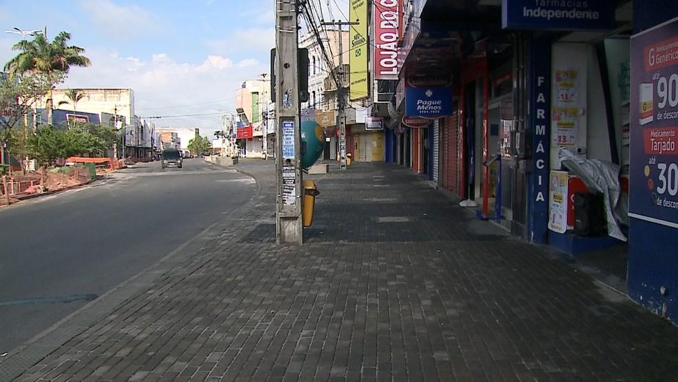 Rua 15 de novembro, em Caruaru, vazia após determinação do governo para conter a disseminação do coronavírus — Foto: TV Asa Branca/Reprodução