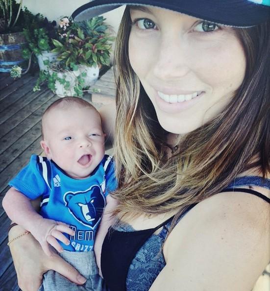 Jessica Biel e o filho Silas Randall (Foto: Instagram)