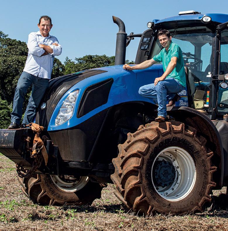 As cooperativas mais ricas do Paraná - Airton e o filho Henrique Spilka, em Mamborê (Foto: Sergio Ranalli)