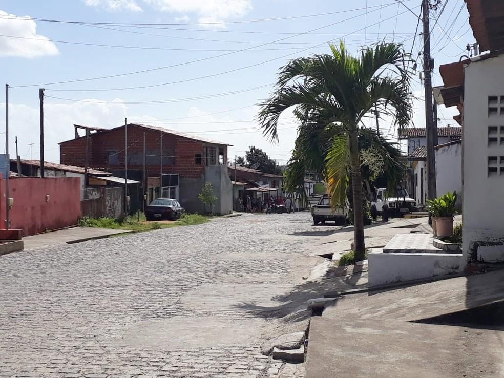 Rua da vítima fica em Felipe Camarão, bairro da Zona Oeste de Natal (Foto: Marksuel Figueredo/Inter TV Cabugi)