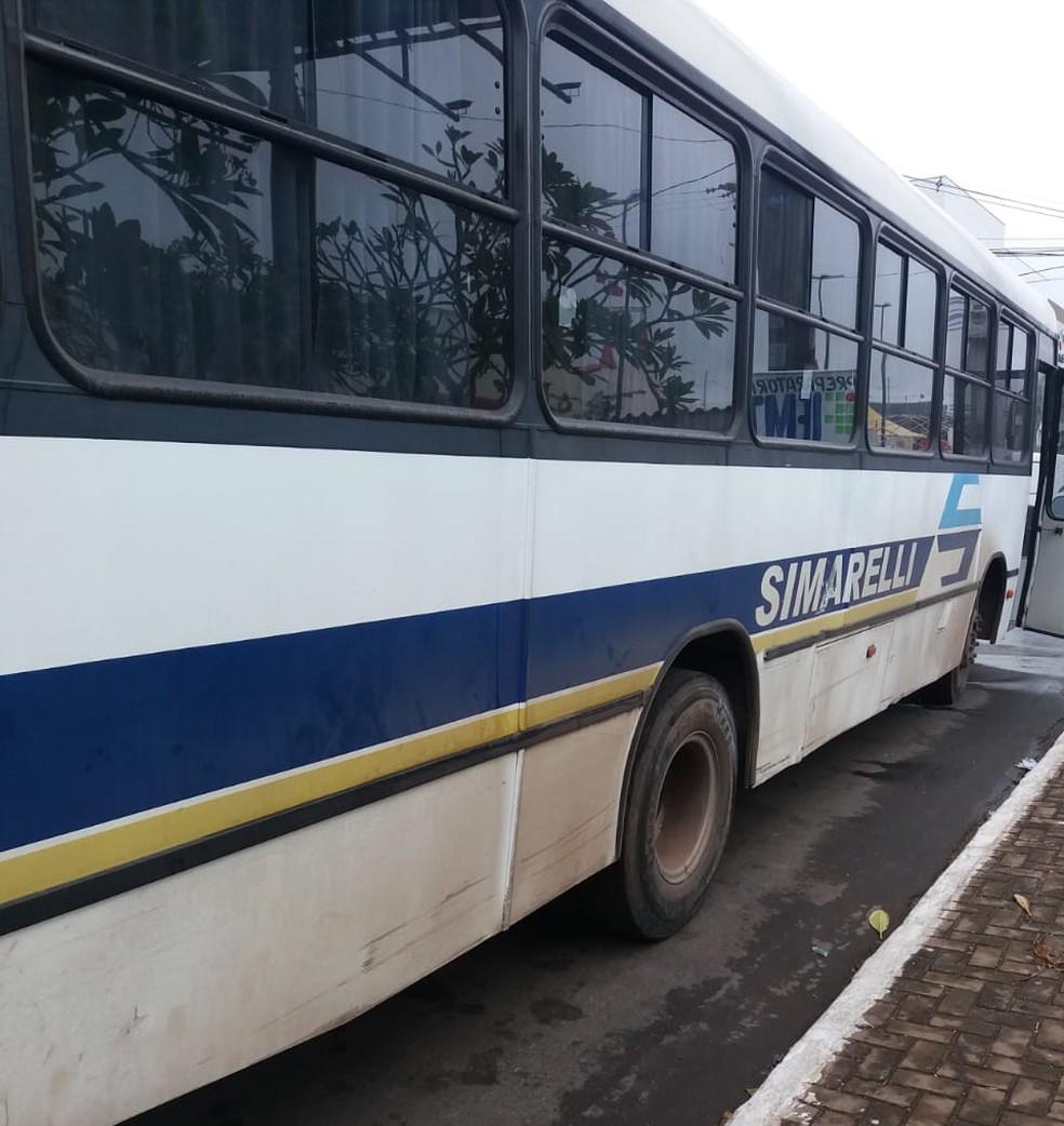 Jovem atingiu ônibus e morreu em Várzea Grande (Foto: Deletran)