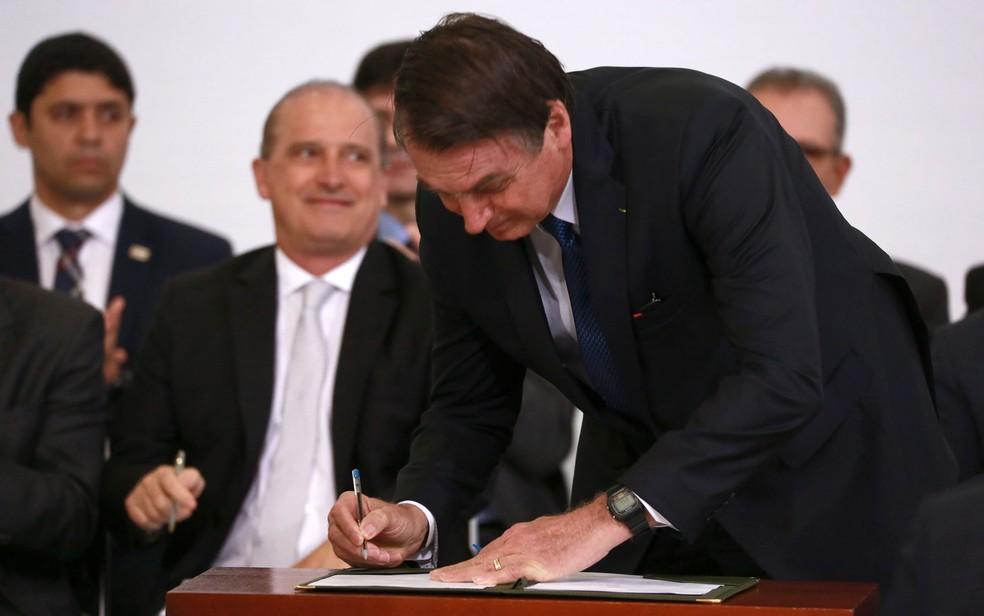 O presidente Jair Bolsonaro assinou hoje 18 medidas para marcar os 100 primeiros dias de seu governo — Foto: Fátima Meira/Futura Press/Estadão Conteúdo