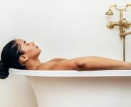Aprenda a usar os óleos essenciais para fazer um banho terapêutico